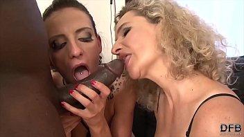 Mature moms love anal sex and to suck black cocks صورة