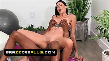 (Isiah Maxwell) Is More Than Happy To Use His Big Dick To Satisfy His Trainee (Azul Hermosa) - Brazzers