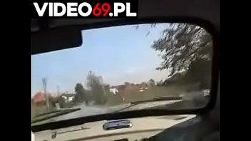 Polskie porno - Nastoletnia autostopowiczka z soczystą cipką