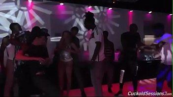 Brooke Wylde gets gangbanged in a club Vorschaubild