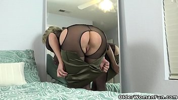 Pics of women wearing pantyhose American milf dee williams admires her pussy in the mirror