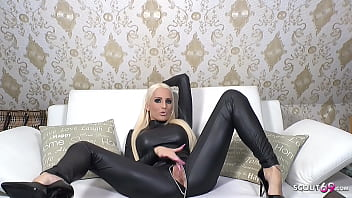 Latex Body Dirty Talk von deutscher Sexbombe Tight Tini in der Livecam 6分钟