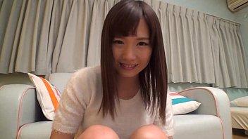 露出する女子高生が敏感な桜色乳首を弄られてエッチな声が漏れるのロリ系動画