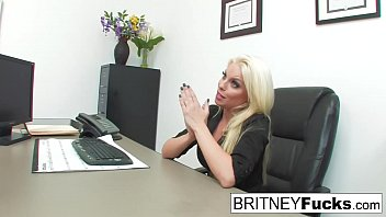Britney Interviews Him And He Has To Fuck For The Job 7分钟