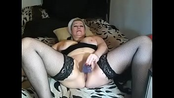 Selling webcam slut AimeeParadise pleases herself with a transparent dildo ...