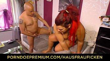 HAUSFRAU FICKEN - Tattooed German housewife gets banged and eats cum in steamy hardcore fuck Vorschaubild