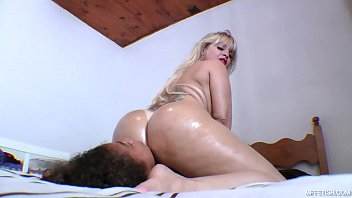 Queening With Busty And Sexy Cibele - What Can Be Better Than Watch How This Gorgeous Babe Fucking Slave's Face