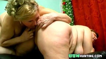 Plumped mature lesbians playing