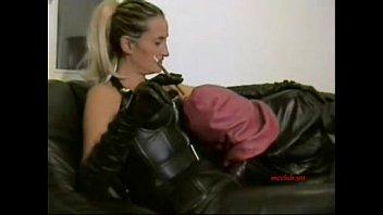 Strap-on session in full leather Vorschaubild