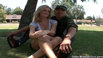 Coitus gliding pleasure - Blonde soccer milf makes her cuckold hubby watch when she gets a facial