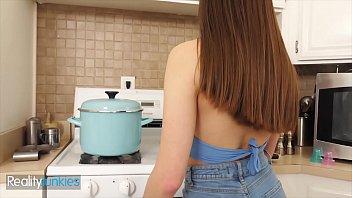 Sexy Teen (Winter Jade) Sucks Fucks A Big Cock In The Kitchen - RealityJunkies