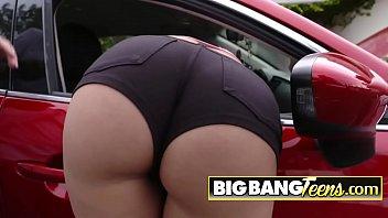 Amazing bubble butt brunette fucks