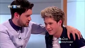 Niall Horan(One Direction) mostrando a bunda