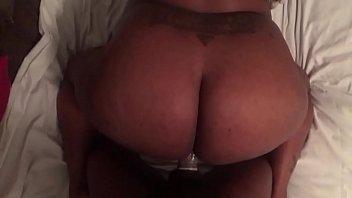 Big booty gettig fucked till she squrits
