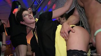 Drunk orgy with Emylia Argan and other hot Czech bitches porno izle