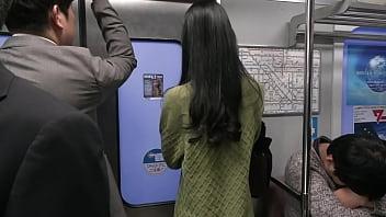 人妻痴漢電車~さわられた五十路母~ 鶴川牧子 15 min