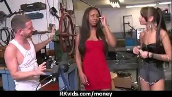 Slutty amateur babe is paid cash from some crazy public sex 12 5分钟