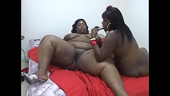 Gorgeous BBW babes Scented Kisses and Talicious enjoy licking and fucking each other's wet cunts Vorschaubild