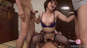 性感的短发亚洲妻子,身材火辣,同时出轨的不是一个而是三个鸡巴