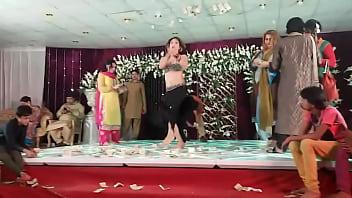 jiya khan Mehndi dance on billi .MP4