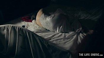 Horny milf masturbates to orgasm with a smashed egg 13 min