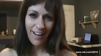 Mom gets a babe from her son / Full video: http://efshort.com/Cd64LJD