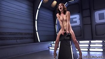 Lilly LaBeau riding fucking machine 5分钟