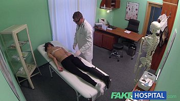 FakeHospital Young woman with killer body caught getting fucked by doctor Vorschaubild