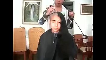 مغربية سوسية تحلق شعرها الطويل صورة