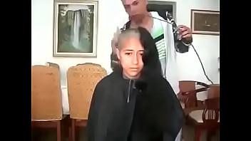 13922 مغربية سوسية تحلق شعرها الطويل preview