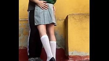 ADOLESCENTES ESTUDIANTES COGEN en PUBLICO, En el PATIO de ATRÁS de la ESCUELA Antes de la Cuarentena, COLEGIALA MEXICANA Se COME TODO EL SEMEN, LE DEJA BIEN LIMPIA LA VERGA