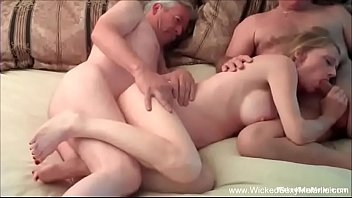 Hotwife GILF Has Intense Threesome 26分钟