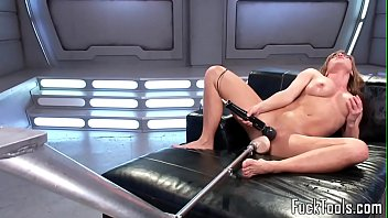 Build fucking machine - Busty solo babe pussyrubs before toying