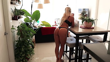 THE DELIVERY GUY STOPS LONGER THAN EXPECTED | He delivered a Juicy Creampie!