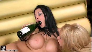 Aleksa Diamond and Aletta Ocean Bottle Fuck