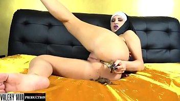 Lesbian nun porno Valery vita in la sexy suora del porno oltraggio vol.5 seconda stagione