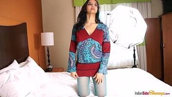 Hot Indian babe photoshoot 8 min