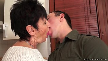 Older moms fucking young boys - Cockhungry grandma fucked hard