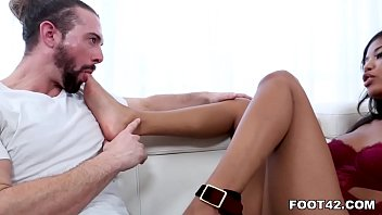 Gorgeous Ebony Nia Nacci Tries Foot Fetish