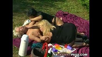 Granny Lesbian Picnic Vorschaubild