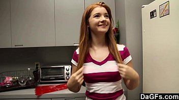 Redheaded Teen Gives Perfect Blowjob 13分钟