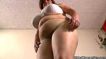 Old pantyhose website called honeytrap - Latina bbw milfs get highly aroused in new pantyhose