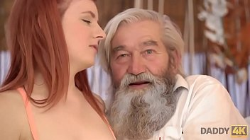 DADDY4K I programmi TV sonosì noiosi che la ragazza decide di cavalcare il vhio pene