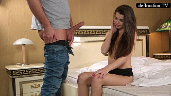 Defloration - a professional takes Mirella's virginity 16分钟