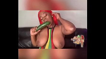 Streaming Video MulaMiaXXX takes on the cucumber challenge - XLXX.video
