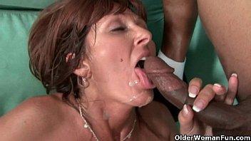 Milfs Desi Foxx and Dorothy unload a hard cock on their face porno izle