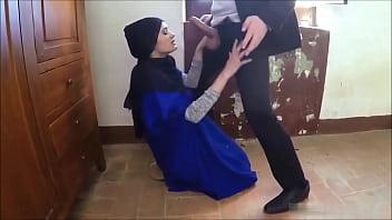 HOT INDIAN GIRL GIVING BLOWJOB pornhub video