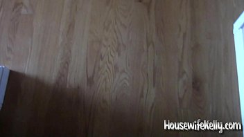 Housewife Kelly gets fucked while on phone with Mom 78 sec