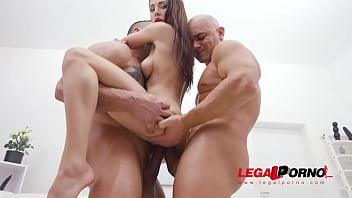 Nicole Love returns to Gonzo for hardcore anal fucking with DP & DAP SZ2586