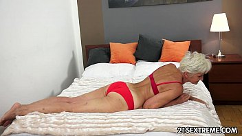 Gorgeous GILF Aliz have a blast with a big young cock 10 min